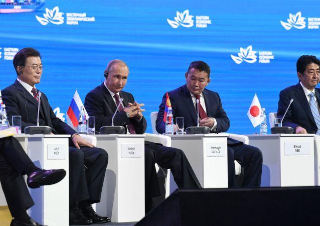 نشست های سفیر ایران با مقام های اقتصادی در همایش بین المللی اقتصادی شرق دور
