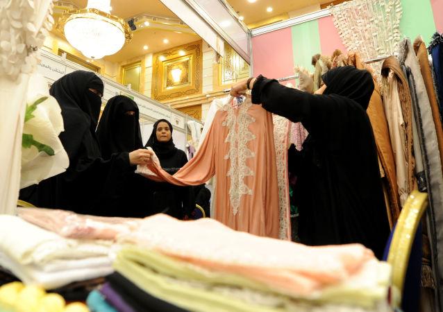 لغو تعطیلی اجباری فروشگاه ها هنگام اذان در عربستان سعودی