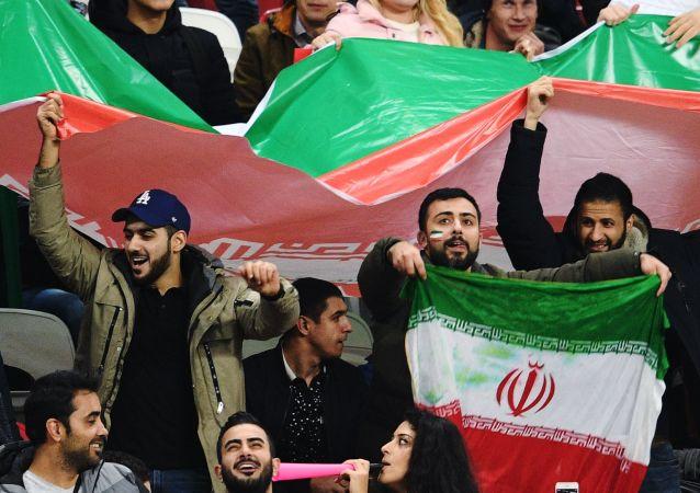 حضور هزاران نفر در استادیوم آزادی  برای تماشای بازی ایران و پرتغال