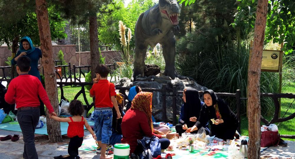 جوانترین پدر خانواده پرجمعیت ایرانی با ۱۳ بچه +ویدئو
