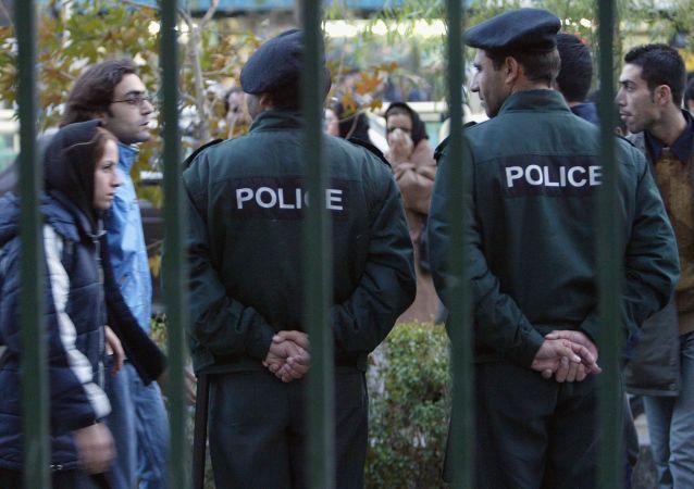 تخریب نیروی انتظامی به نفع کیست؟