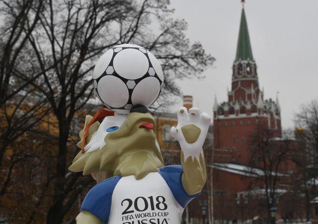 پل عابر پیاده در سن پترزبورگ در آستانه بازیهای جام جهانی افتتاح میشود