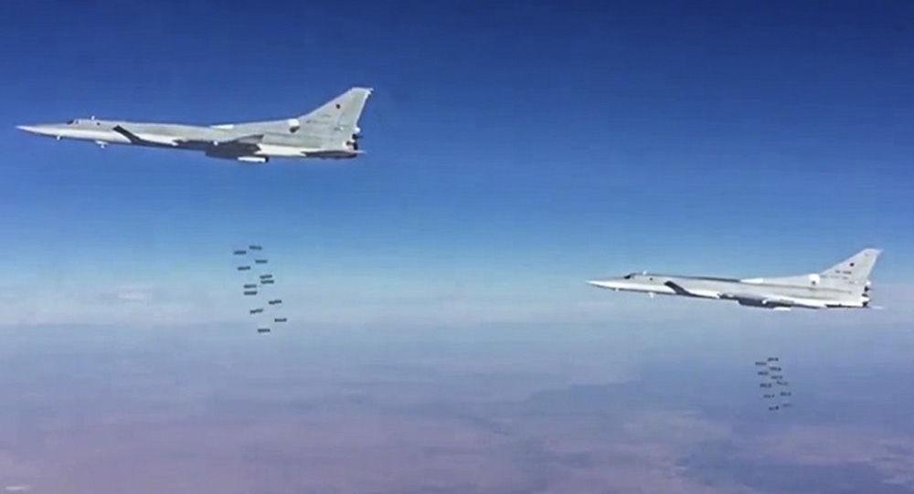 بمب افکن های روسی ناوهای هواپیمابر دشمن فرضی را غرق می کنند+ ویدئو