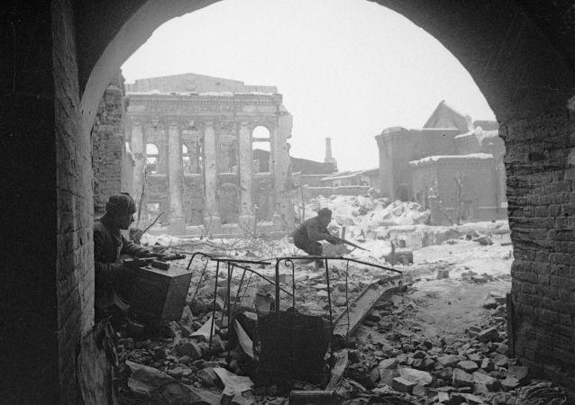 را تماشا کنید فیلم مستند اسپوتنیک ایران در جنگ جهانی دوم