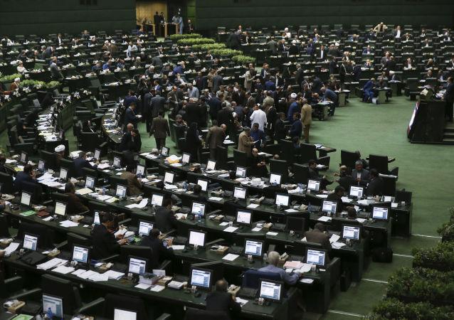 استعفای 18  نفر از نمایندگان مجلس ایران +عکس