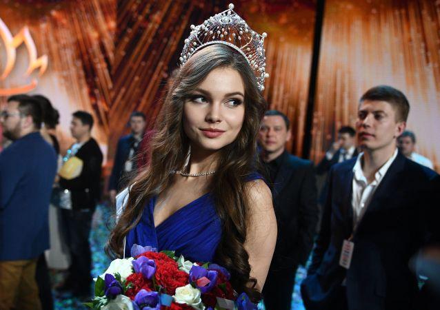 زیباترین دختر مهاجر در مسکو انتخاب شد + ویدئو