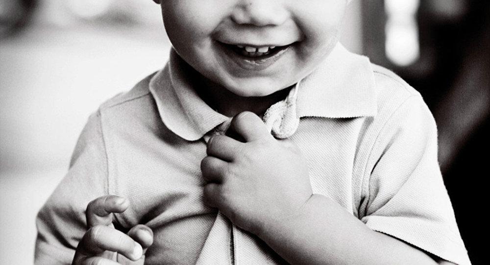 لبخند کودک شکنجه شده ماهشهری پس از درمان +ویدئو