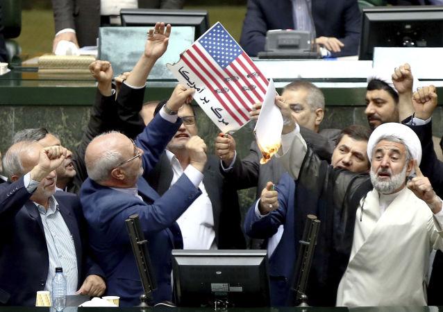 هشتم ماه می، دونالد ترامپ خروج واشنگتن از برجام را اعلام کرد و تمامی تحریم های ضد ایرانی از سر گرفته شد.