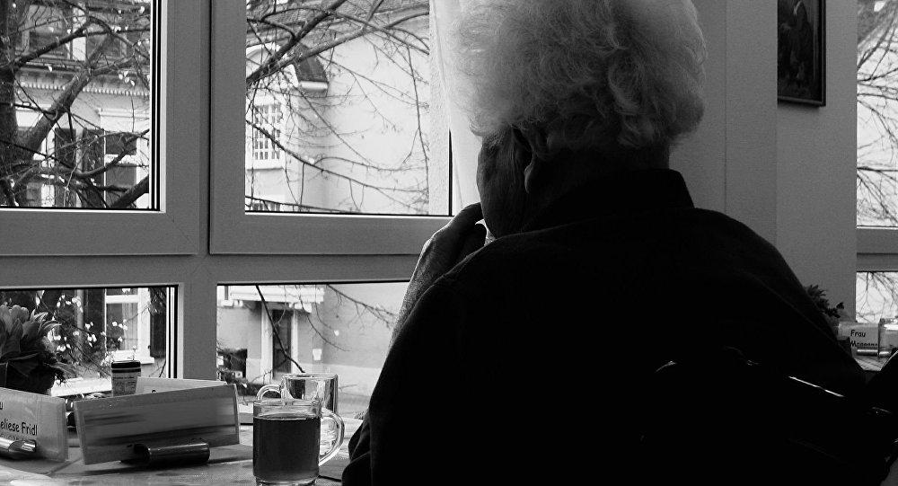 آیا فراموشی در جوانان می تواند نشانه ای از آلزایمر باشد؟