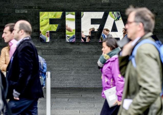 چند بانک بیش از 30 میلیون دلار برای نقش خود در رسوایی فیفا پرداخت می کنند