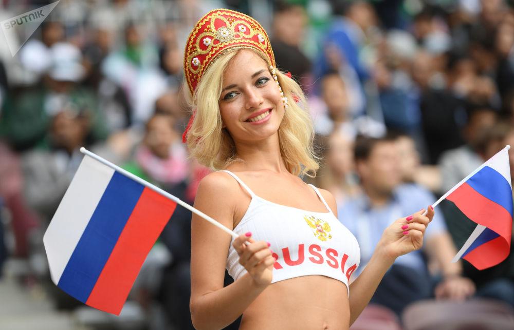 هوادار تیم روسیه در مراسم افتتاحیه جام جهانی فوتبال-2018 در استادیوم «لوژنیکی» مسکو