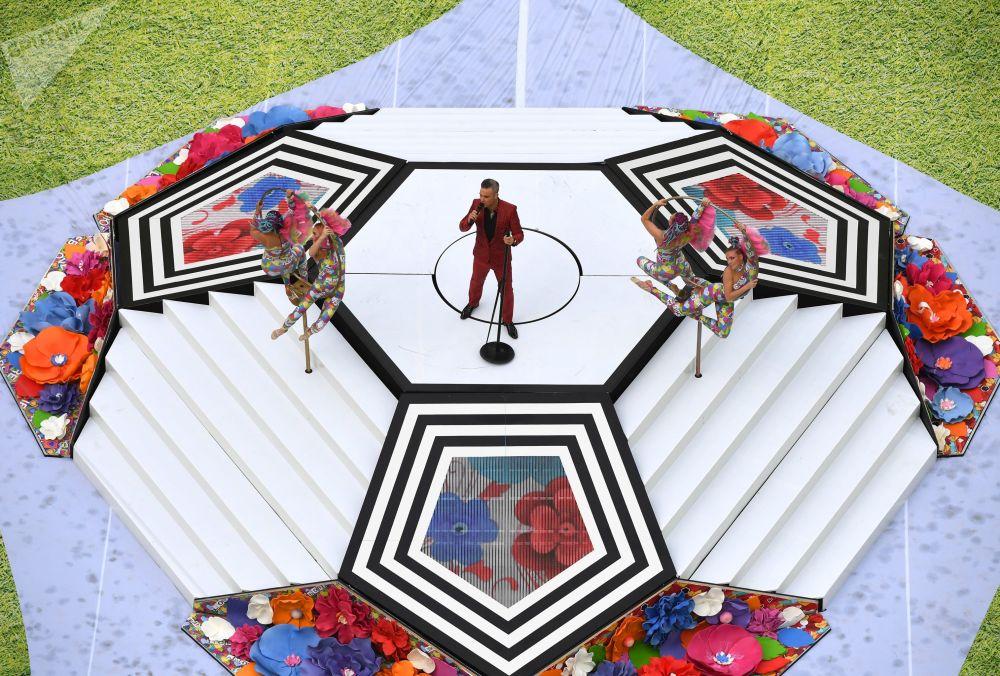 خواننده روبی ویلیامز در مراسم افتتاحیه جام جهانی فوتبال-2018 در استادیوم «لوژنیکی» مسکو