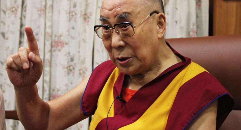 دالایی لاما: زنان باید جهان را مدیریت کنند