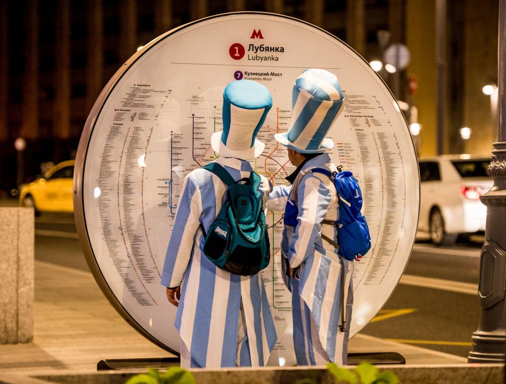هواداران تیم ملی آرژانتین در مترو مسکو