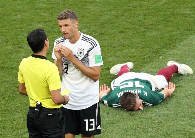 علیرضا فغانی داور ایرانی در بازی آلمان و مکزیک در جام جهانی 2018 روسیه