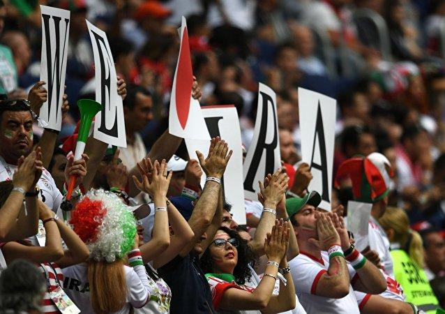 هیجان زدگی  و اضطراب مربی ایرانیان در بازی با اسپانیا + عکس