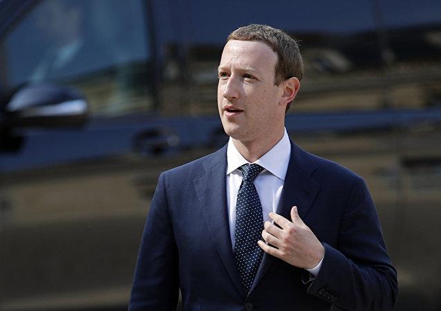 ضرر میلیارد دلاری زاکربرگ از قطعی شبکه های اجتماعی