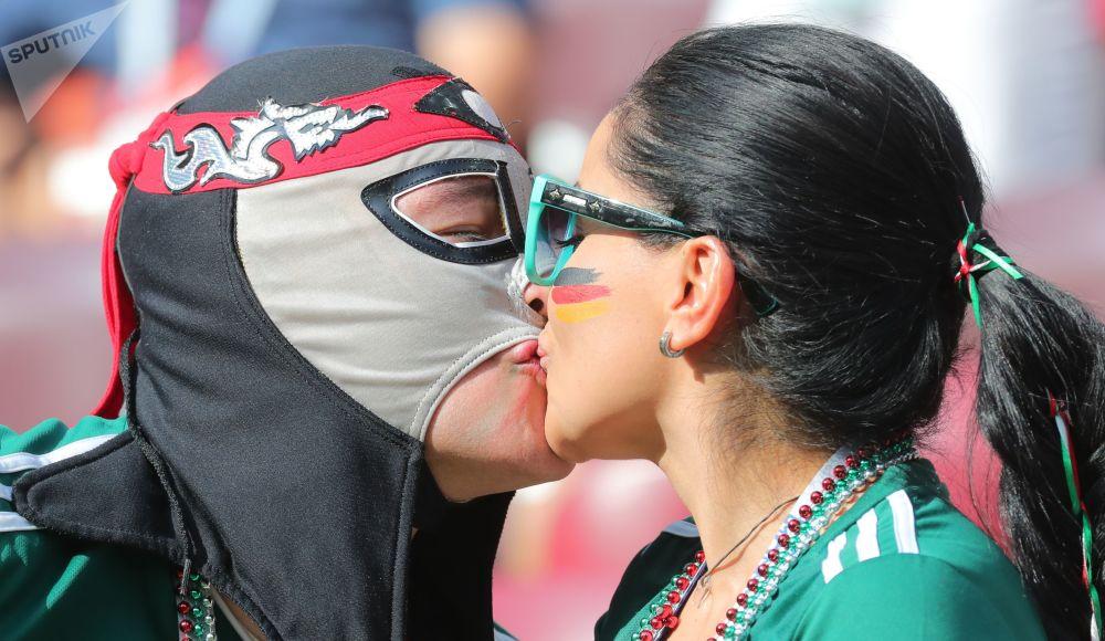 هواداران تیم ملی مکزیک در بازی مکزیک و آلمان