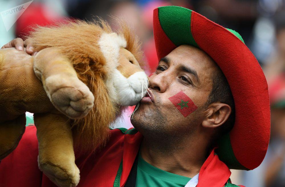 هوادار تیم ملی مراکش قبل از بازی مراکش و پرتغال