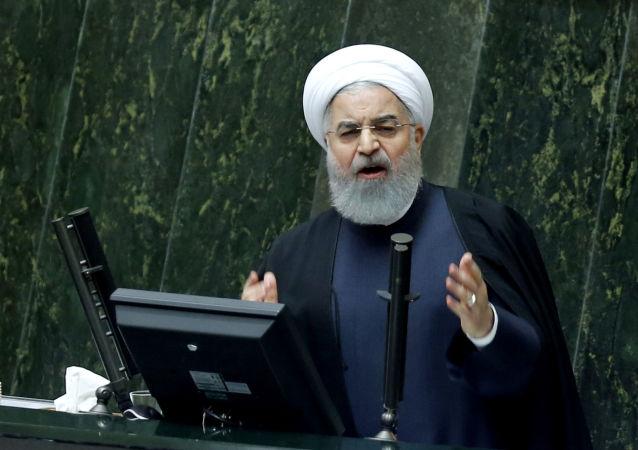 طرح سوال از رئیس جمهور ایران روی میز رئیس مجلس
