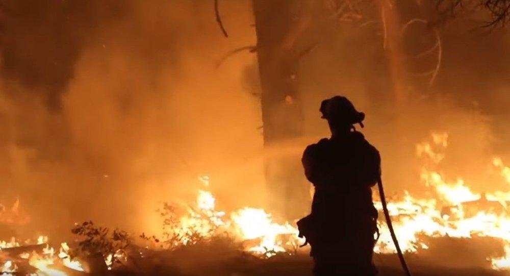 ویدئویی از آتش سوزی کالیفرنیا که به جهنم معروف شده است +ویدئو