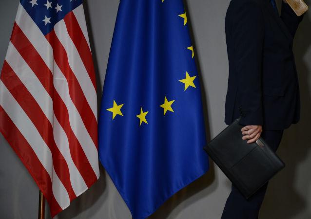 پولیتیکو: اروپا به رعیت آمریکا برای مبارزه با روسیه و چین تبدیل شده است