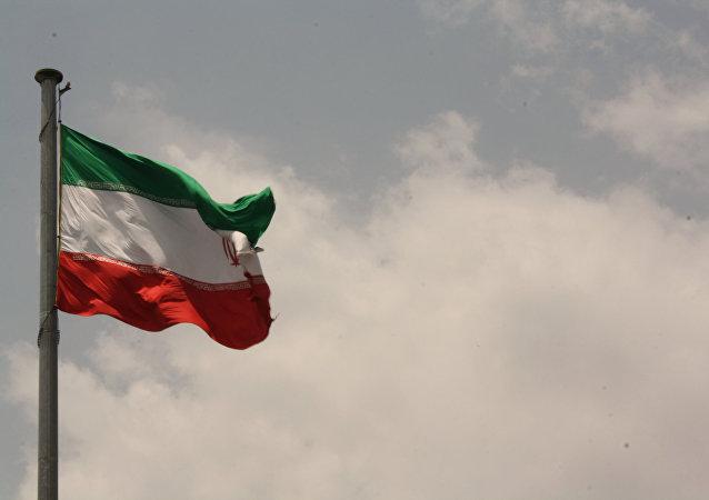 چرا فقط ایرانی ها باید محدود شوند؟