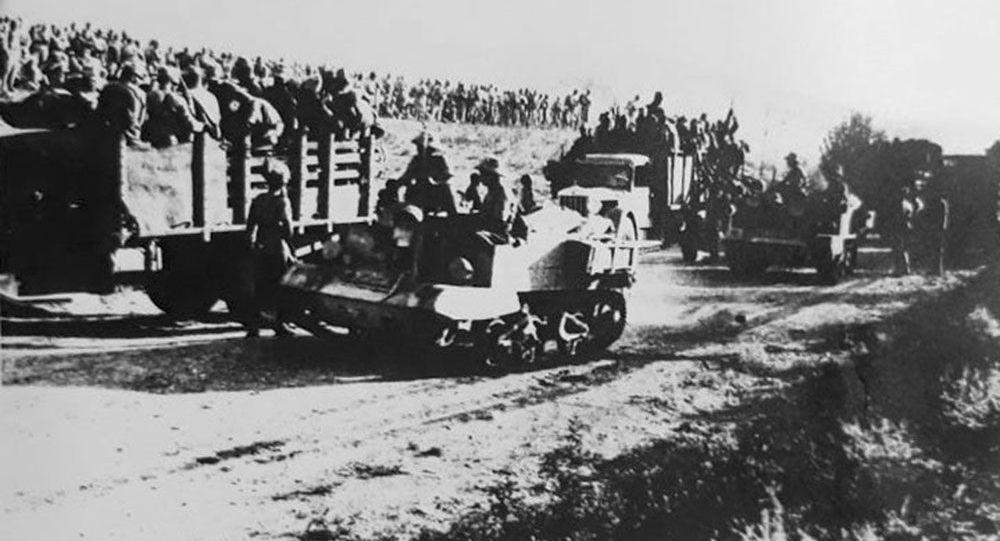 ورود تانکها، زره پوشها و کامیونهای حامل سربازان متفقین در شهریور ۱۳۲۰