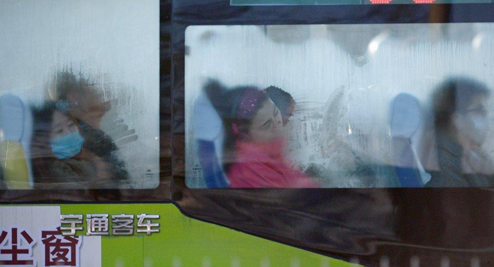 علت سقوط اتوبوس چینی از روی پل+ ویدیو