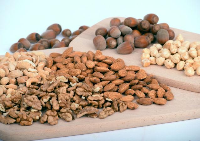 اگر هر روز یک مشت بادام زمینی بخورید، چه اتفاقی در بدن شما می افتد