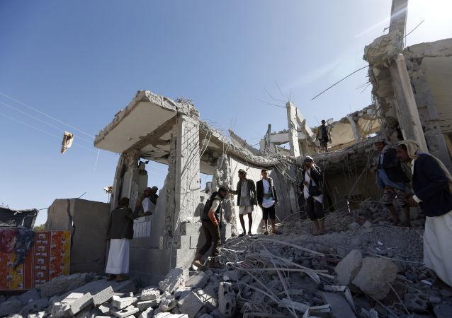 منبع: فرماندار عدن یمن از ترور جان سالم به در برد