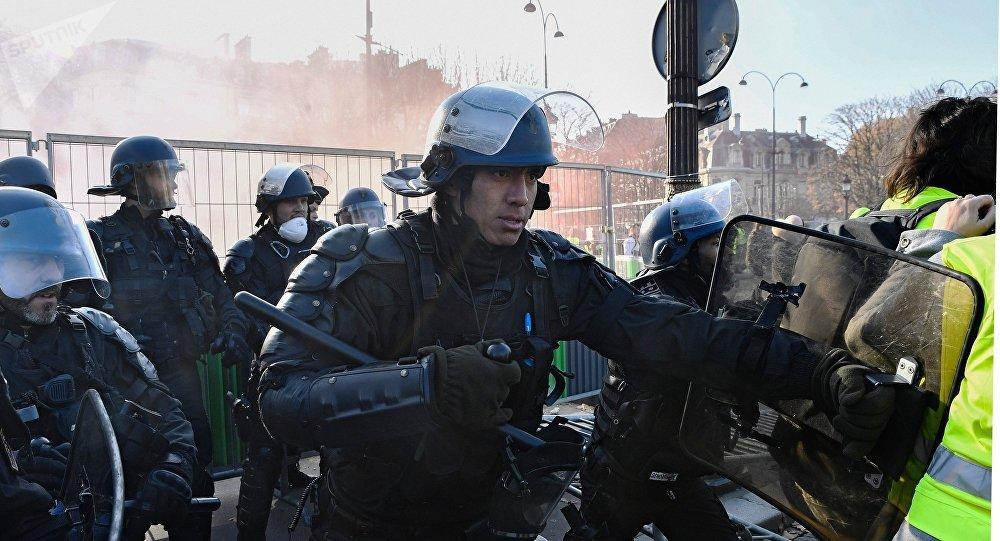 تظاهرات در فرانسه به خشونت کشیده شد + عکس، ویدئو