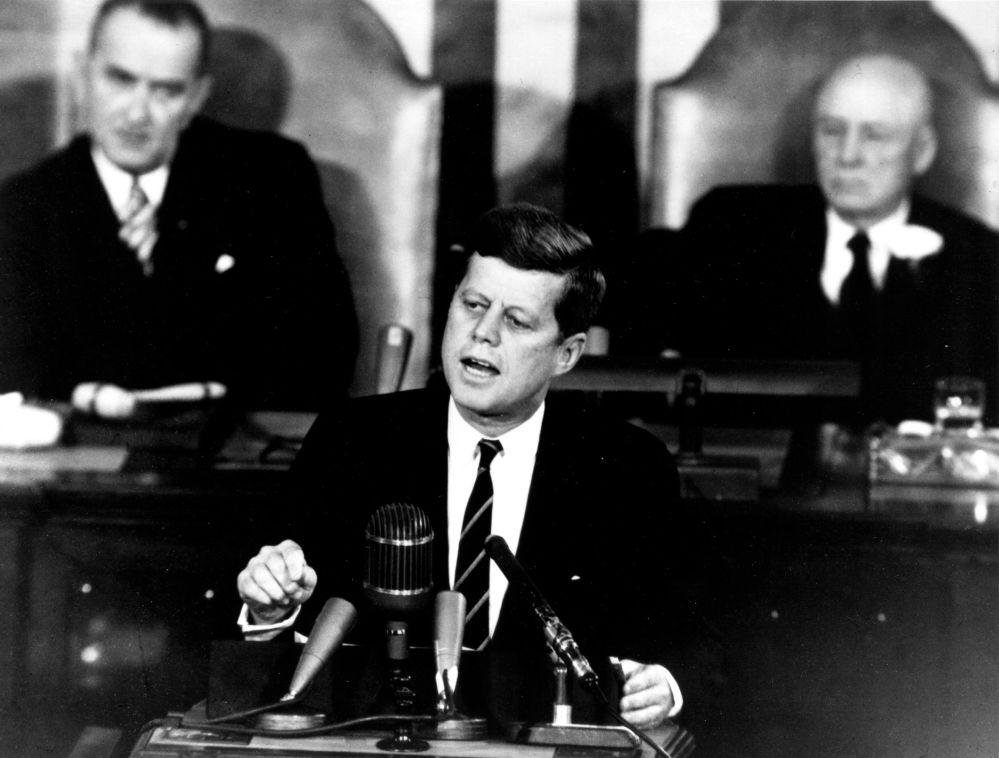 جان کندی در کنگره آمریکا سال ۱۹۶۱