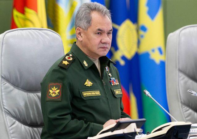 گفتگوی وزیر دفاع روسیه با رئیس ستاد کل ایران