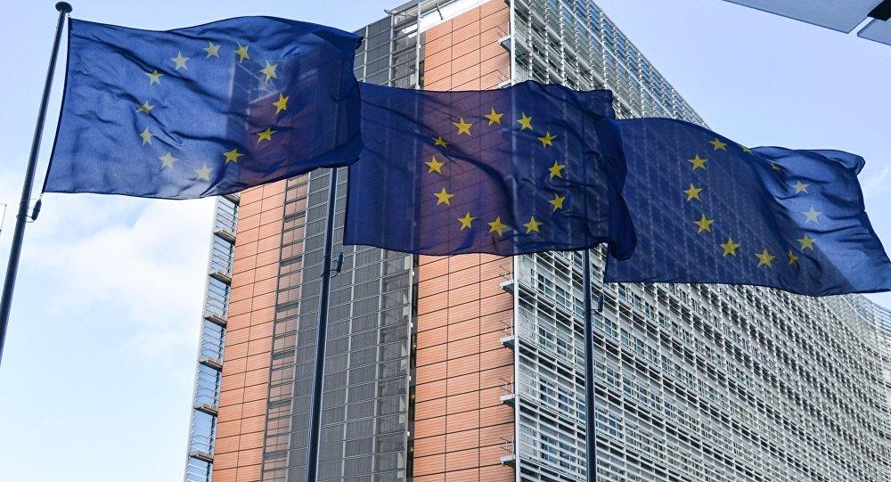 ابراز تاسف اتحادیه اروپا از لغو معافیتهای تحریمی پروژههای اتمی ایران توسط آمریکا