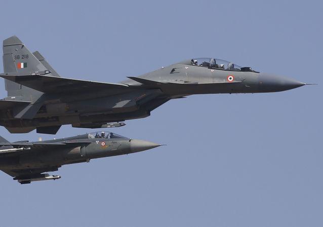 هند در پاسخ به تهدید چین، جنگنده هایش را به پرواز درآورد