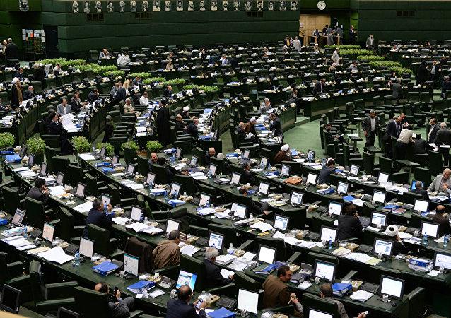 مجلس شورای اسلامی ایران کار لایحه قانونی توافقنامه هسته ای را تصویب کرد