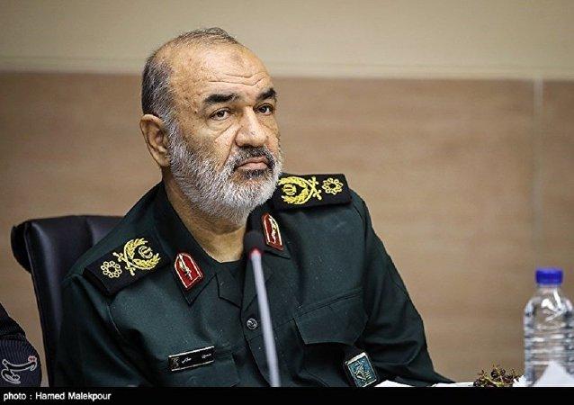 فرمانده کل سپاه نخستین دوز واکسن ایرانی کرونا را دریافت کرد