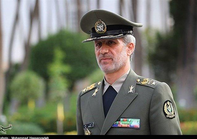 امیر حاتمی وزیر دفاع و پشتیبانی نیروهای مسلح ایران