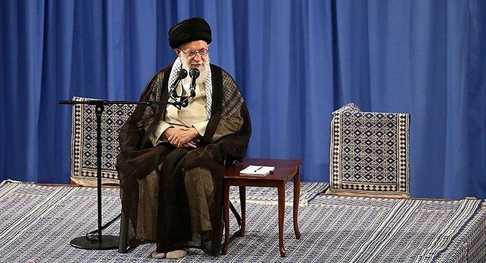 آیت الله خامنه ای: ایران به دنبال سلاح هسته ای نیست