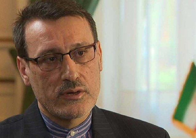 واکنش بعیدینژاد به درخواست یک مقام ارشد انگلیس برای تحریم ایران