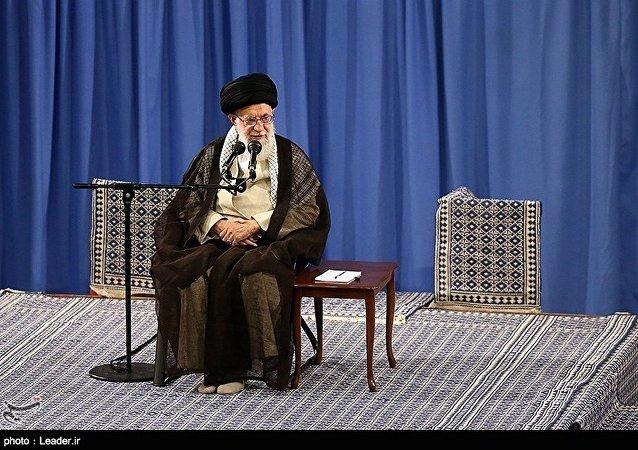 آیت الله خامنهای: همه قشرها با سلیقههای متفاوت سیاسی به میدان میآیند