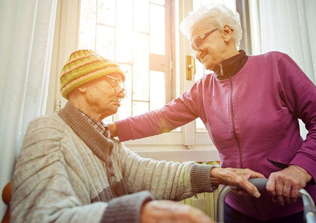 ازدواج پیرزن 102 ساله و پیرمرد 100 ساله در خانۀ سالمندان + عکس