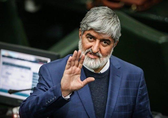 علی مطهری توییتی درباره اصلاح قانون انتخابات منتشر کرد