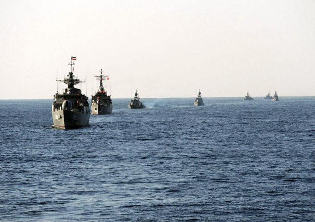 ایران برای صادرات نفت ، تنگه هرمز را دور می زند
