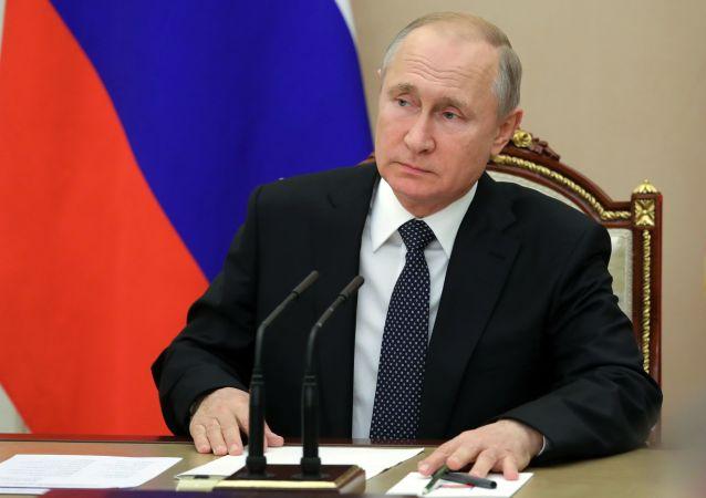 پوتین: آمریکا فضا را به مانند یک میدان عملیات نظامی میبیند