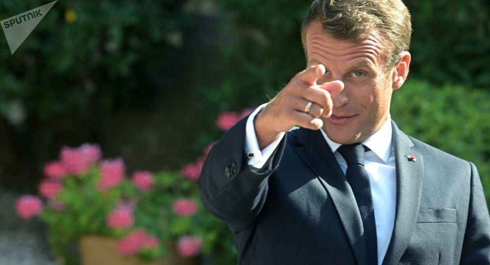 پرتاب به سمت رئیس جمهور فرانسه