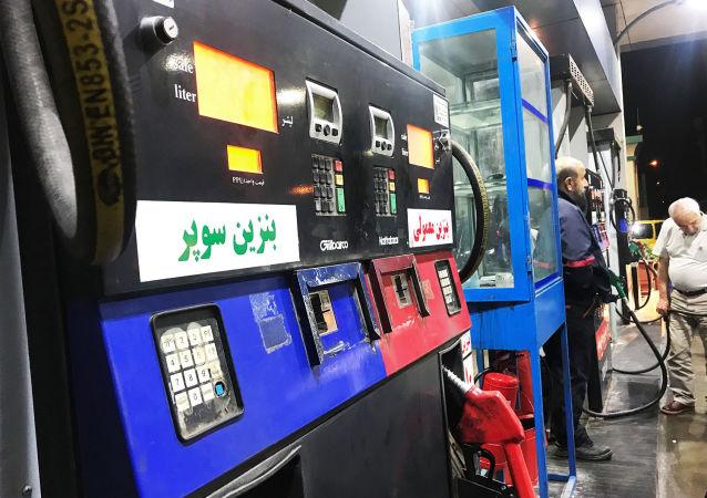تکذیب افزایش قیمت بنزین در ایران