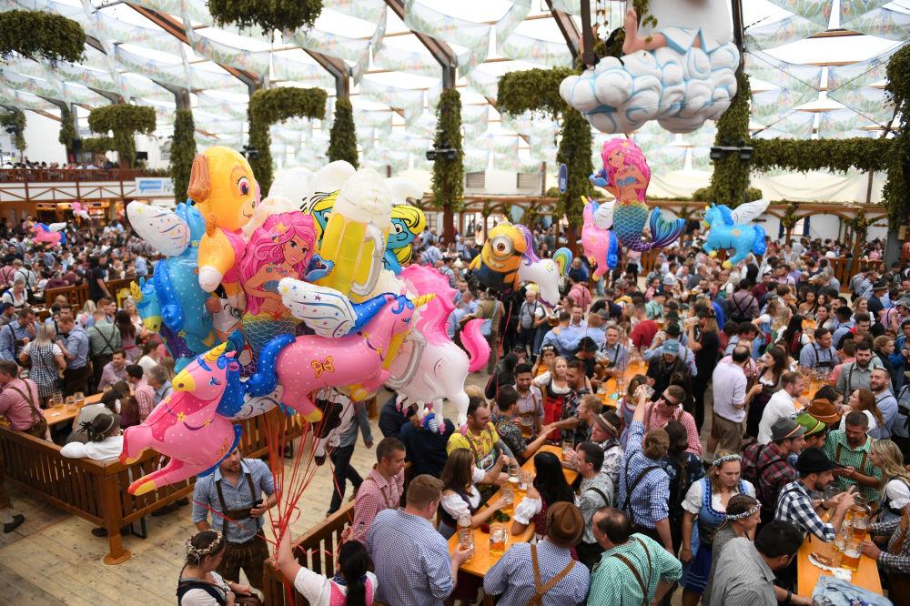 Пивной фестиваль Октоберфест в Мюнхене
