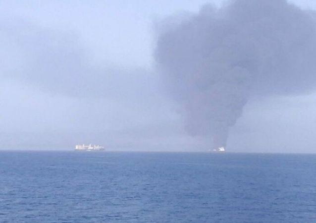 رسانهها از هدف قرار گرفتن یک کشتی اسرائیلی در دریای عمان خبر دادند